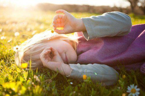 Flicka i solen
