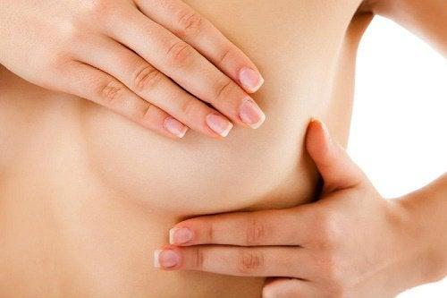 bröst som kliar