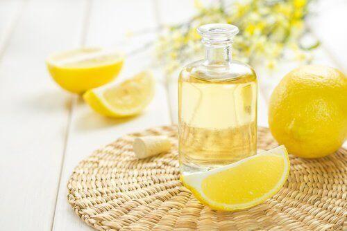 Citronolja mot hudfläckar