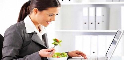 Färska grönsaker till lunch