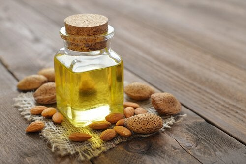 Mandelolja är effektivt mot förhårdnader på fötterna