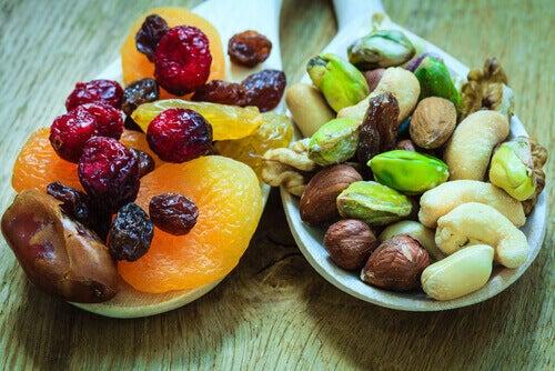 Torkade-frukter-och-nötter