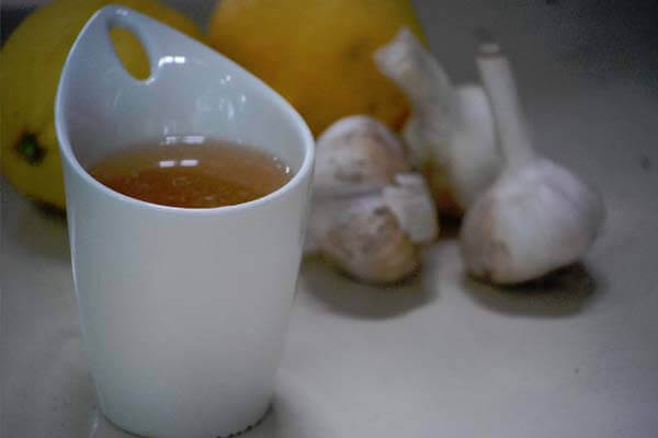 Vitlökste i kopp
