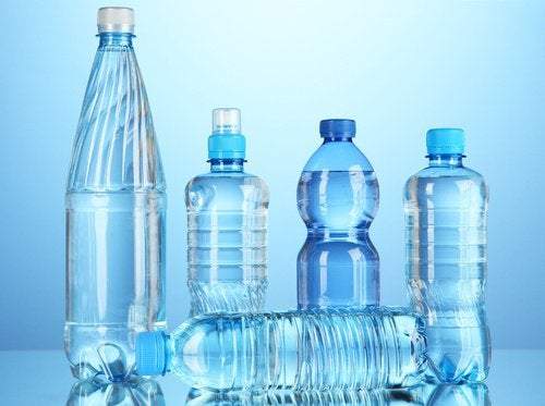 Många vattenflaskor innehåller gifter