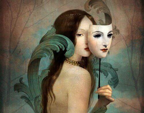 kvinna bakom mask