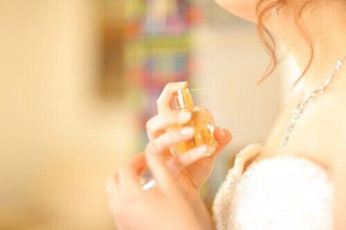 Kvinna med parfym