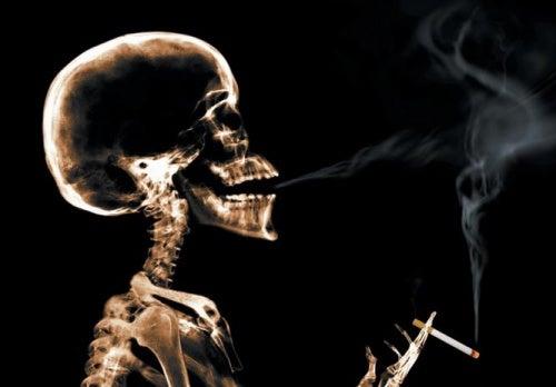 Rökande skelett