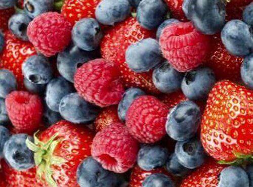 Hallon, blåbär och jordgubbar innehåller antioxidanter