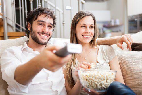 Se ppå film tillsammans med din partner
