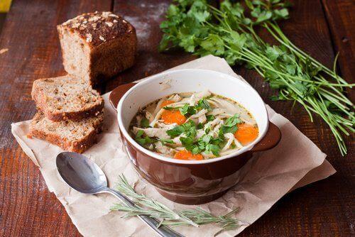 grönsakssoppa med bröd