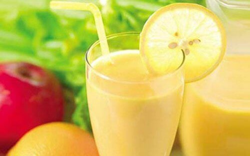 Viktminskningssmoothie med äpple, citron och grapefrukt