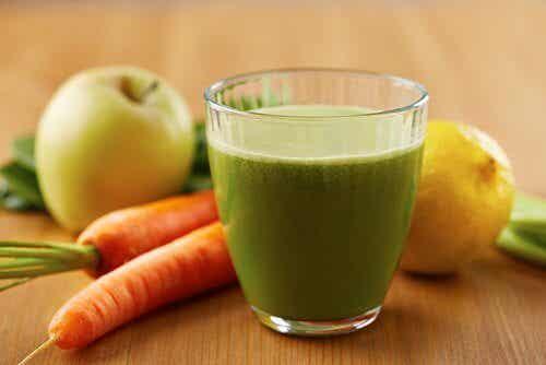 Naturlig juice för att minska kolesterol och högt blodtryck