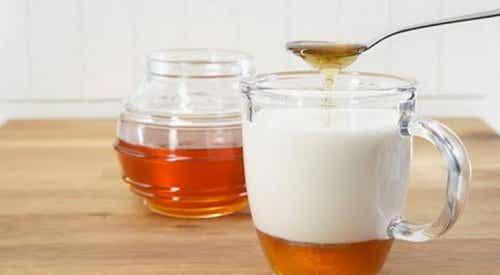 Hur det gynnar hälsan att dricka mandelmjölk varje dag