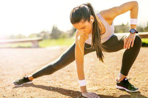 tränande kvinna