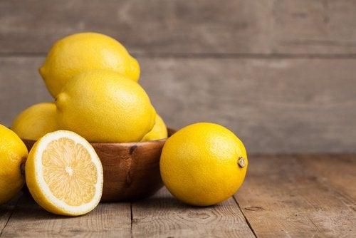 Citroner i skål