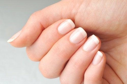 Stärk naglarna med ricinolja
