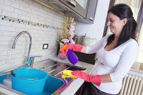 7 rengöringstips för besvärliga fläckar i hemmet
