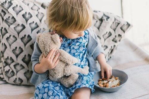 Ge inte nötter till små barn
