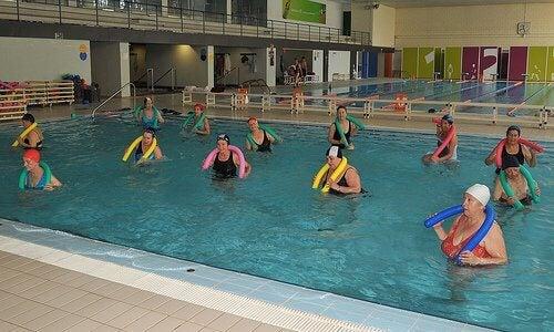 gå ner i vikt med simning