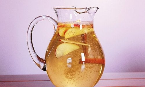 Kanelvatten med äpple och citron för att gå ner i vikt: Otroligt hälsosamt!