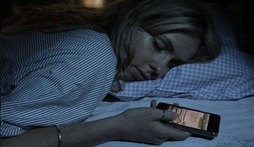Varför borde du slå av din router under natten?