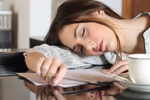 För lite vatten kan leda till kronisk utmattning.