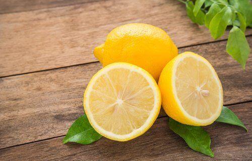 citroner för luktborttagning