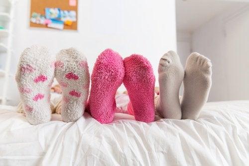 Det är bra att sova med strumporna på