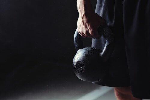 Träna med kettlebell och öka musklerna