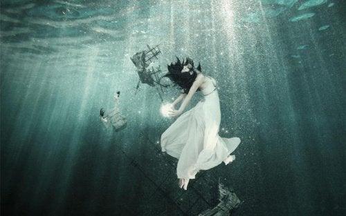 kvinna-under-ytan