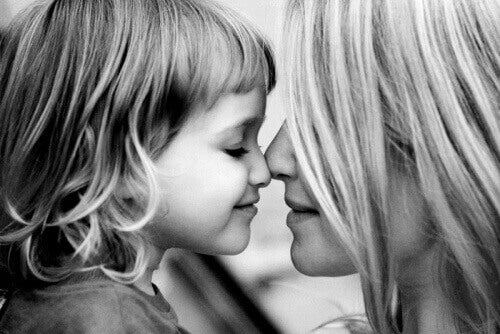 Nära-ditt-barn-med-kärlek