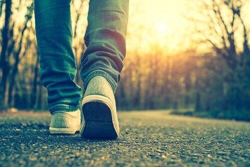 Spring eller gå minst en timme om dagen