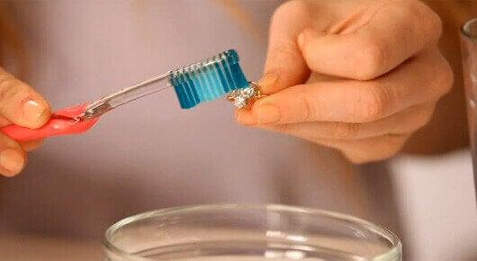 Tandkräm-för-smycken