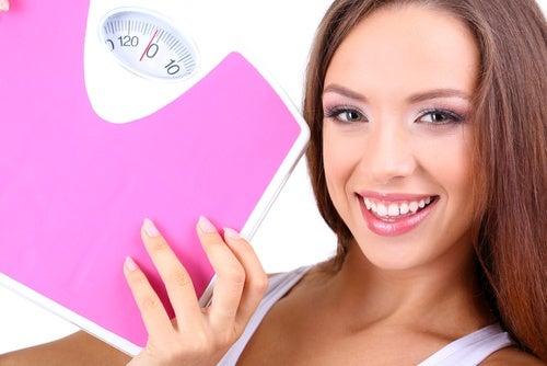 Citronsyra främjar smältning av fetter och minskar överflödig vikt