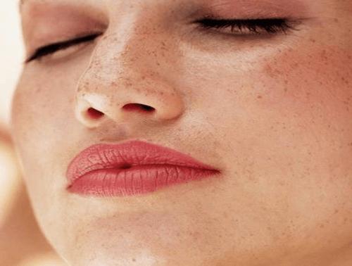 Hur du behandlar hudmärken naturligt