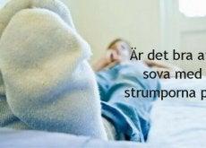sova med strumpor