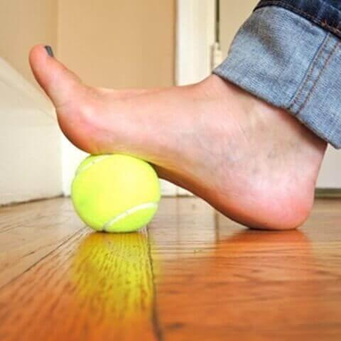 böjning med tennisboll
