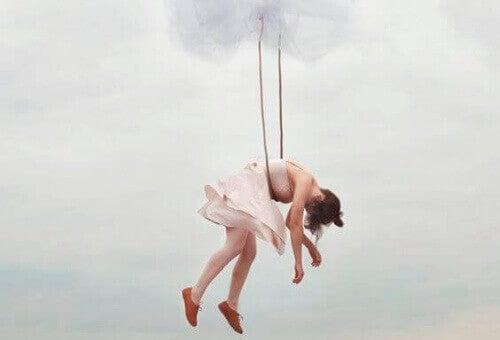 hängande kvinna