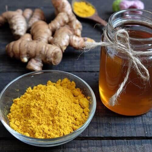 honung och gurkmeja