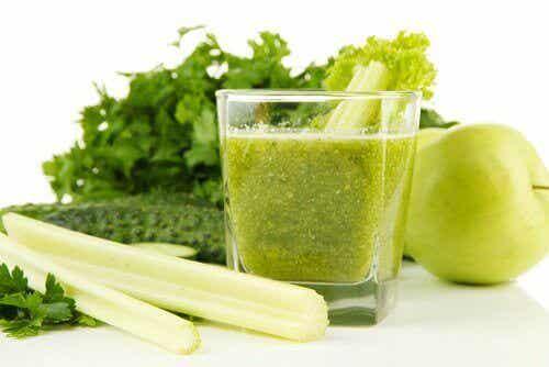 Juice med selleri & grönt äpple för att avgifta njurarna