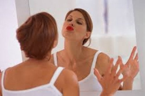 Kvinna i spegeln
