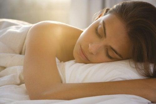 7 fantastiska fördelar med att sova naken