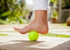tennisboll-lindrar-plantarfasciit