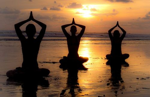 yoga-pa-stranden