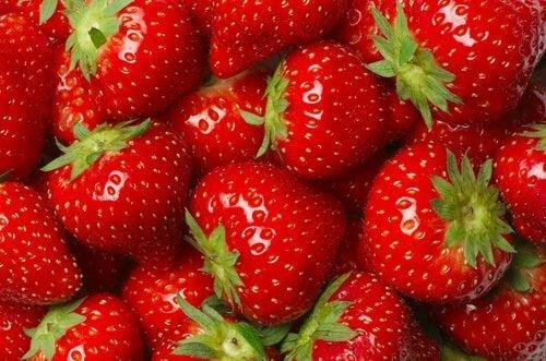 Jordgubbar i skål