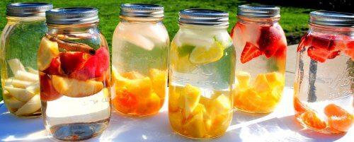 Fruktskivor i vatten