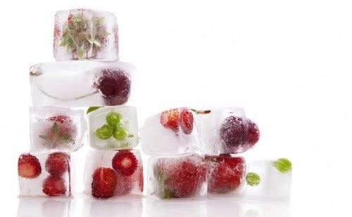 Isbitar med frukt