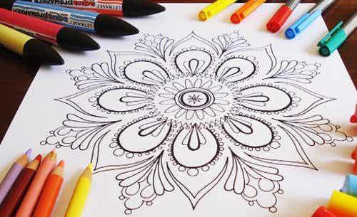 Färglägg mandalas: lindra din stress och öka din kreativitet