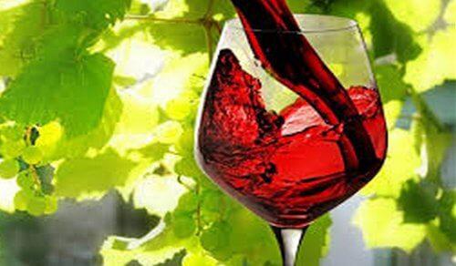 rödvin kan fläcka tänderna