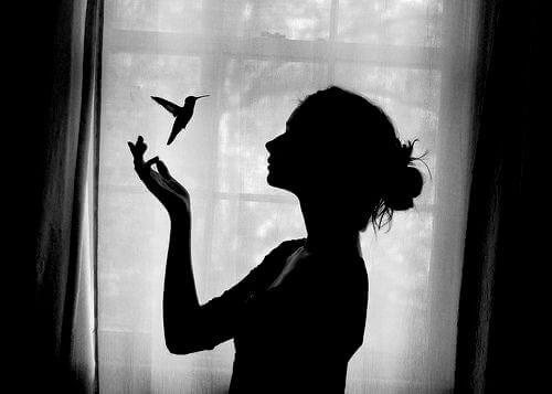 Kvinna och kolibri